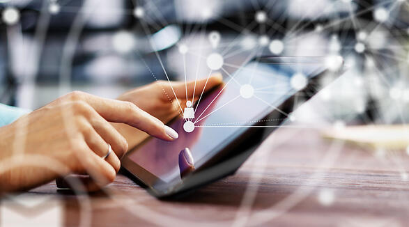 POST BLOG_799X444_1805888467_persona + tablet + digital collaboration_vantaggi della cont